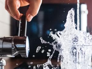 Sei interessato ad un impianto robotizzato per la smerigliatura di rubinetti?